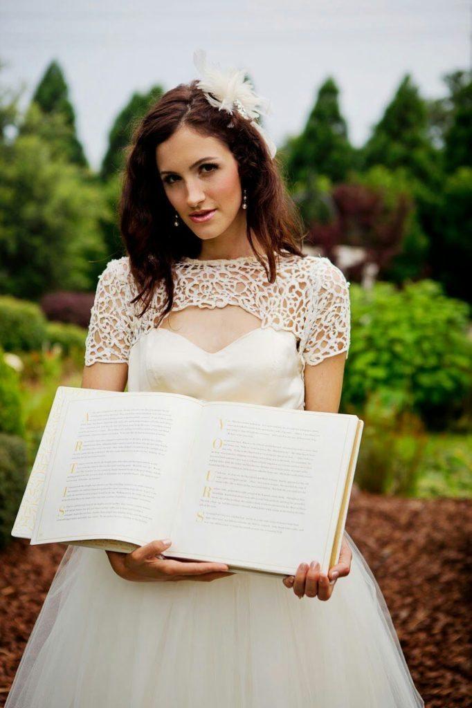 wedding-story-writer-knot-storybook-weddings-luxury-bride-heirloom-something-old-trend-2017